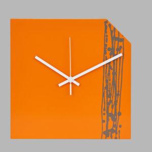 Beveledge wooden clock